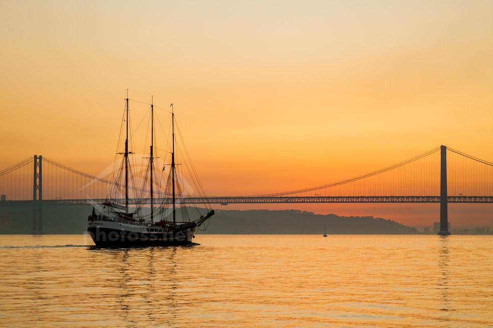Schooner on river Tagues in Lisbon. Slawek Staszczuk photography workshops and courses.